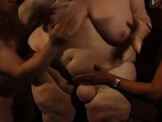 gordo alemão bbw granny molly joga com dois homens