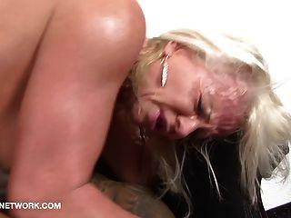 Loiro fode o cu do asitico blond