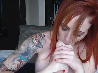 Redhead anal masturbação e dedo sugando