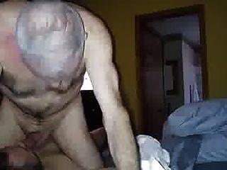 vovô cumming na boca