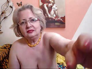 O modelo pawg granny na webcam sabe como fazer seu trabalho 69084