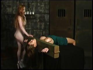 dominação e sofrimento de face de lésbicas