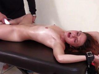 fazendo cócegas no orgasmo na escravidão