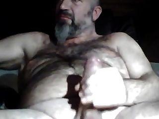 Não, o urso barriga de papai acariciando seu pau espesso