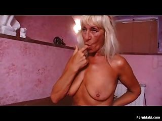 A loira blonde sexy ama o galo duro