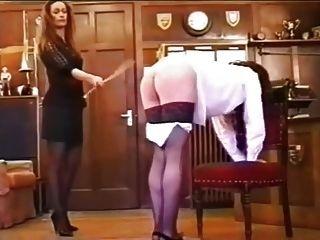 garota impertinente caned