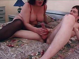 velho e jovem sexo sujo com jovem garoto