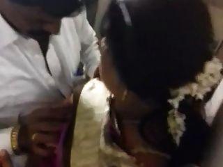22 dona-de-casa bigboobs indiano sul na conexão de trem