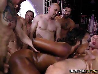 Ebony skyler nicole gosta de sexo anal e gangbang