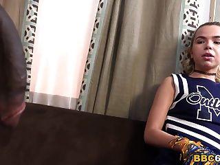 Alina West recebe seu primeiro bbc anal