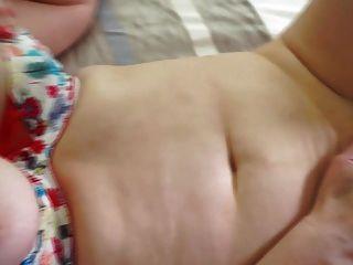 Mãe madura natural busty com bichano peludo
