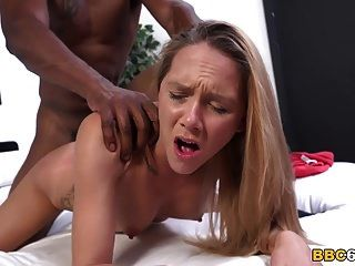 hollie mack tenta big black cock primeira vez