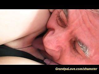adolescente sexy ama o velho