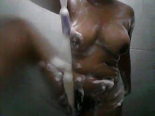 sri lankan bathing girl parte 2
