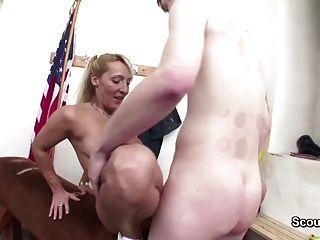 milf professor seduzi-lo a foder após a aula de esporte