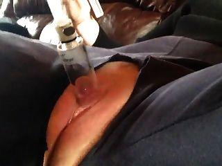 Contrações de orgasmo de clit de bomba de gatinho inchado