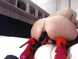 máquina loira anal foda nos calcanhares e no balanço sexual