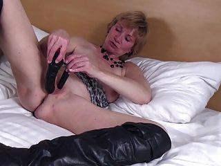 grungas idosas como jovem prostituta