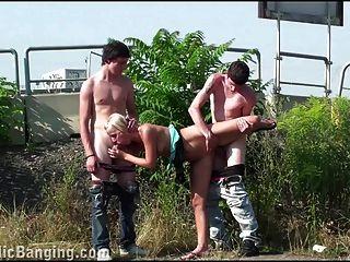grupo de adolescentes sexo de grupo público fofo gangbang orgia loura