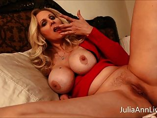 busty milf julia ann provocou o enteado com grandes seios!