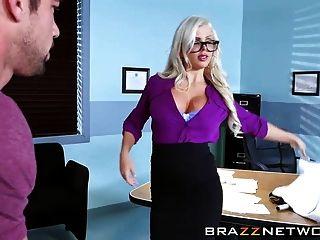 Doutor oftalmologista sexy fodendo com um paciente