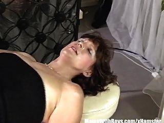 brunette maduro barman anal fodido pelo cliente