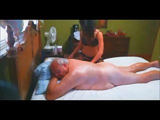 escolta a massagem vip e a mamada para o velho