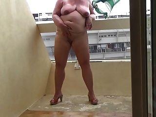 masturbando na minha varanda parte 1