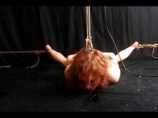 Escravo amarrado ao orgasmo