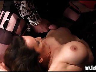 tgirl quente tem pé wank e culo foda enquanto cums em mamas grandes