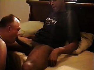 mr.18 polegadas recebe seu grande pau sugado por uma parte do pai branco1