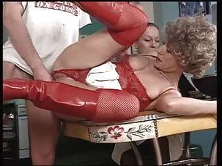 A vovó francesa gosta do anal