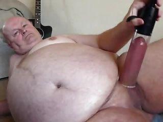 pau de bomba vovô sexy na câmera