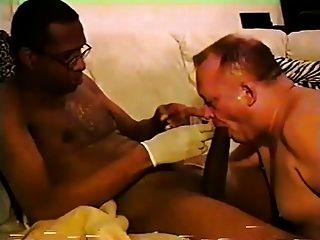 mr.18 polegadas recebe seu grande pau sugado por uma parte do pai branco4