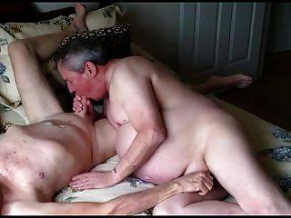 homens idosos gays nus