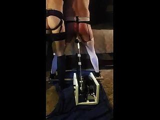 esposa dominante castiga marido com máquina de foda