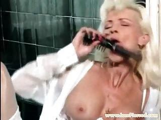 eu estou perfurado milf com piercings de gatinho anal play