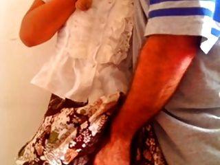 org gaji pakai kain batik