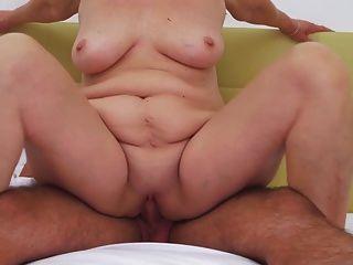 vovó fazendo sexo com jovem no hotel