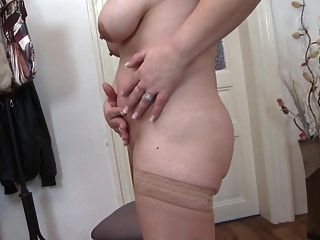Mãe de bomba sexual madura com boceta velha e fome