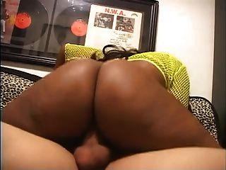 sexy big black freak leva cum na boca