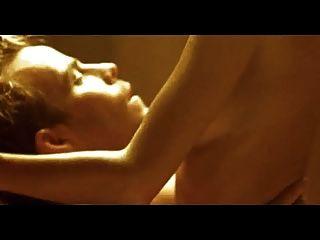 cena de sexo celebridade natasha henstridge sauna sex