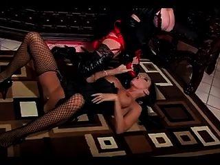 amante lésbica dando a sua escrava uma fodida puta