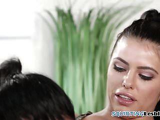 beleza lésbica esguicha durante ação sensual