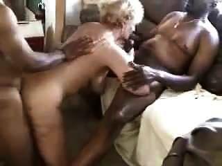 praia de nudismo quente esposa encontra-se com amantes de bbc