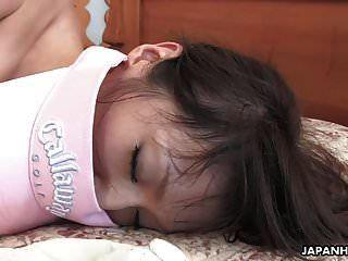bunda grande morena menina asiática monta o pau gordo como um chefe