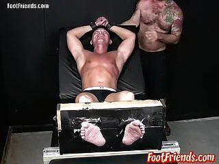 pervertido twink franco gosta de ser amarrado e agradado por tan
