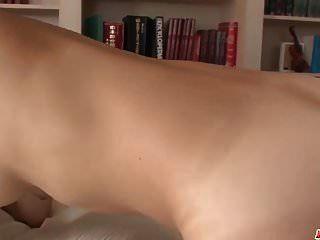 ruru kashiwagi sacode as tetas grandes em cenas de sexo duro