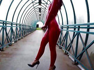 macacão de látex vermelho saf