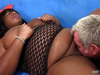 bbw preto daphne daniels agrada um cara com seu corpo gordo